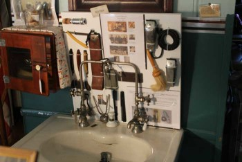 Sink-and-Shaving-Display